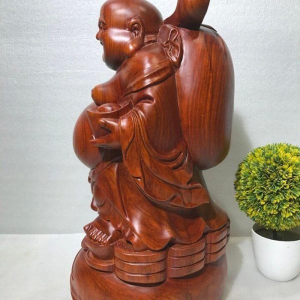 Tượng Di Lặc khoác bao gỗ hương