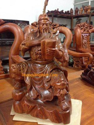 ý nghĩa tượng gỗ quang công đọc sách