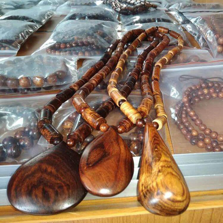 """Vòng gỗ sưa quảng bình có tổng số hạt là số lẻ thuộc tính """"dương"""", thuộc tính này mang lại trường năng lượng tốt cho người đeo."""